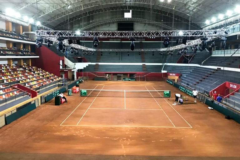 Con polvo de ladrillo europeo se construyó la cancha que será sede de la serie de Copa Davis en San Juan