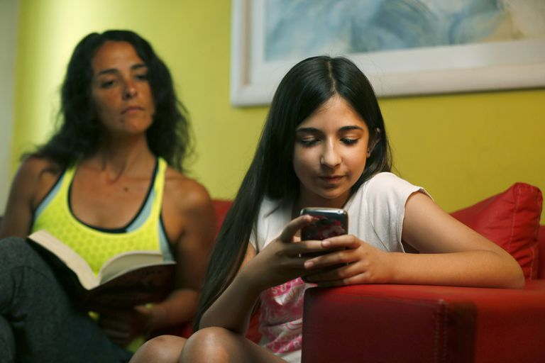 Con más funciones y prestaciones, la evolución de los smartphones puso en el centro del debate a los dispositivos por la adicción que generan en los jóvenes y niños
