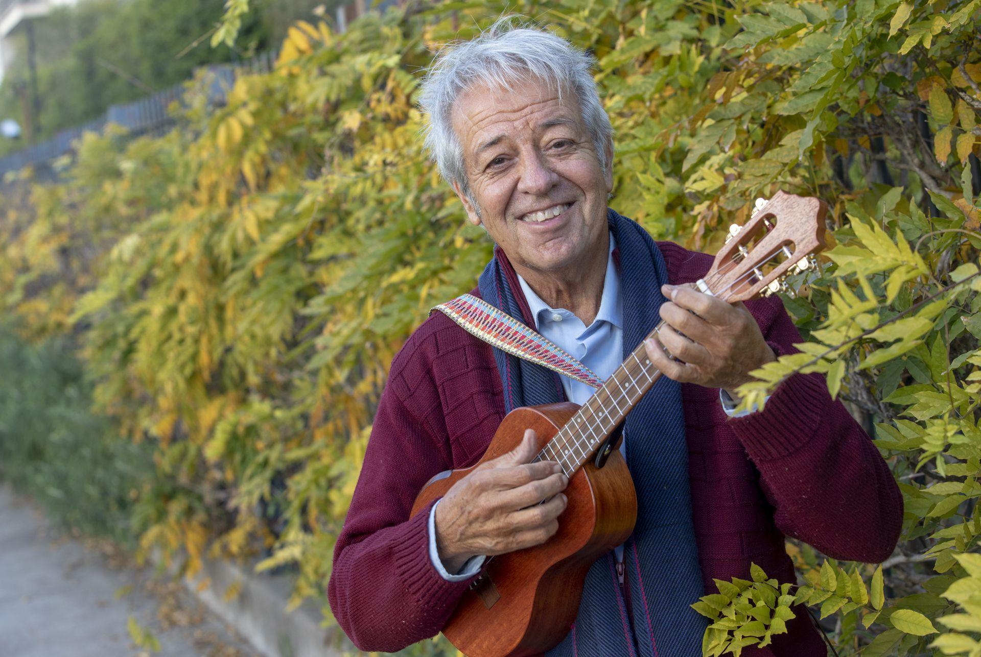 Donald es un cuidadoso coleccionista de instrumentos musicales, objetos que descansan en su casa de San Isidro