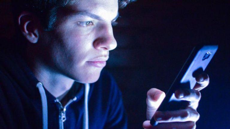 Cuántas horas pasás al día con los ojos pegados a tu celular