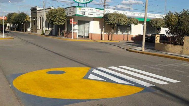 Villa Ascasubi quier llamar la atención de automovilistas y peatones con sendas 3D