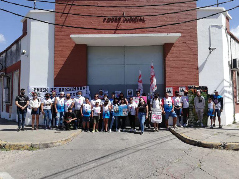 Marcha por Lucas Verón frente a los tribunales de San Justo, en La Matanza