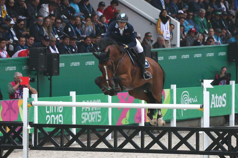 Finn Lente, montado por Larocca, en acción en los últimos Panamericanos; ninguno de los dos nació en la Argentina, pero juntos lograron el segundo puesto continental y una medalla para la delegación.