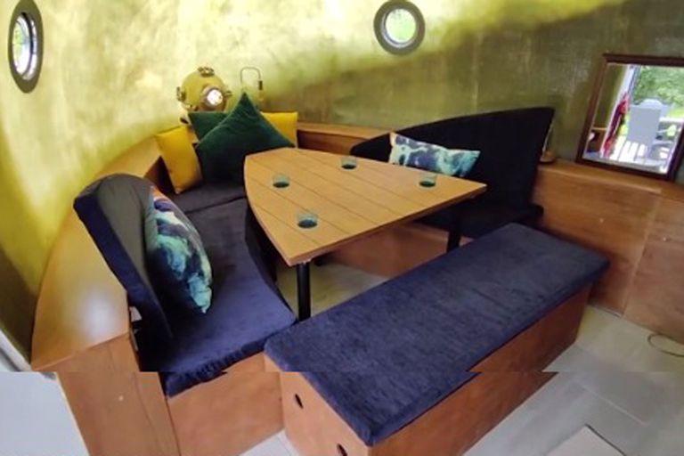 El emprendedor estuvo ocho meses trabajando en este proyecto, le costó £ 50,000 y ya se encuentra habitable para turistas