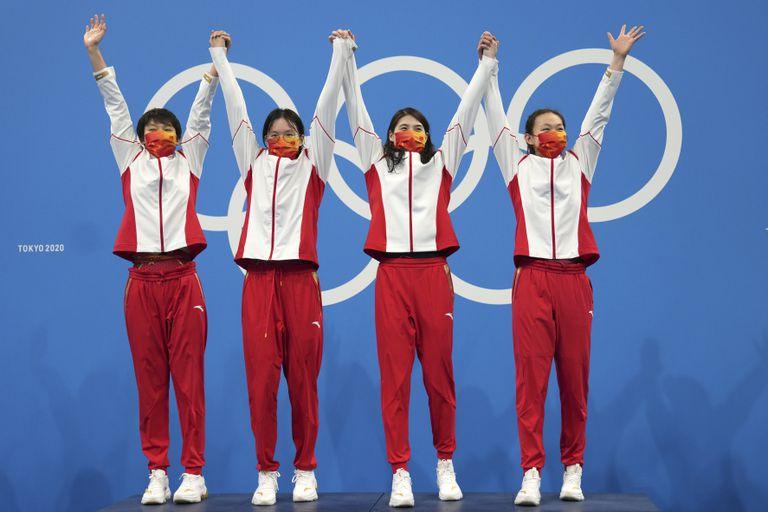 Las chinas derrotaron a las estadounidenses en la final de 4 x 200 metros libre, en una lucha que influye en los primeros puestos del medallero de Tokio 2020.