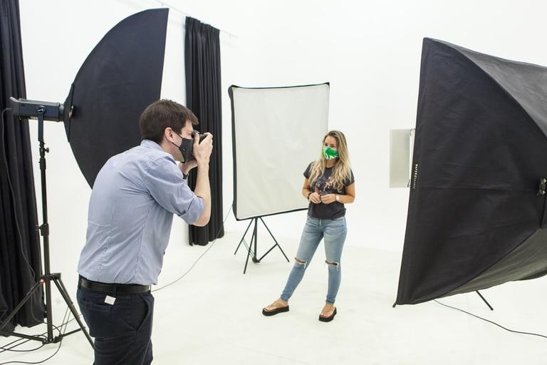 Los alumnos UADE realizan prácticas en el Taller de Fotografía ubicado dentro del Campus Buenos Aires.