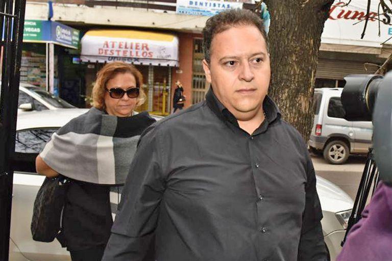 El hijo y la viuda de Pablo Escobar Gaviria el 13 de mayo pasado, al presentarse a su indagatoria en el juzgado federal de Morón