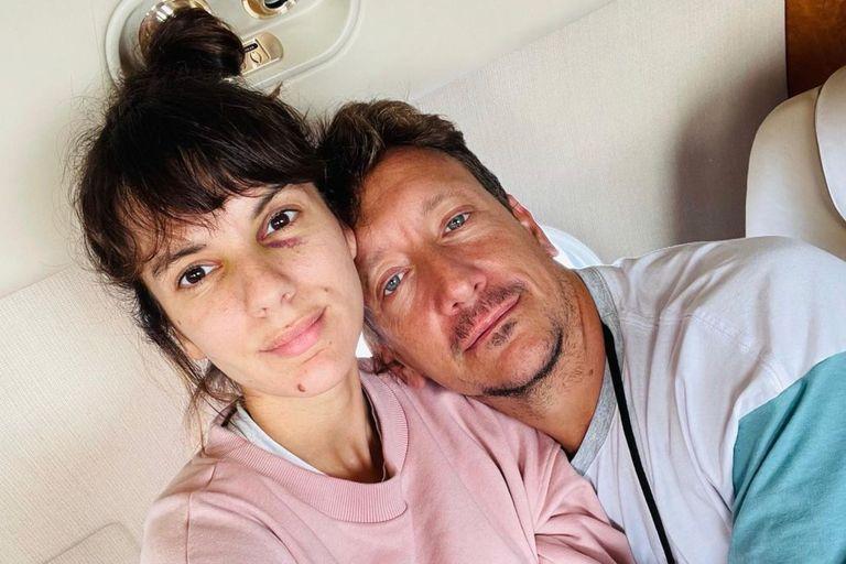 Vázquez compartió una foto junto a Gimena Accardi en el avión privado en el que volvieron a Buenos Aires