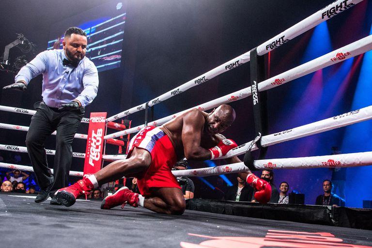 """Un gran campeón castigado a los 59 años: la pobreza y la ignorancia de """"la industria"""" del boxeo"""