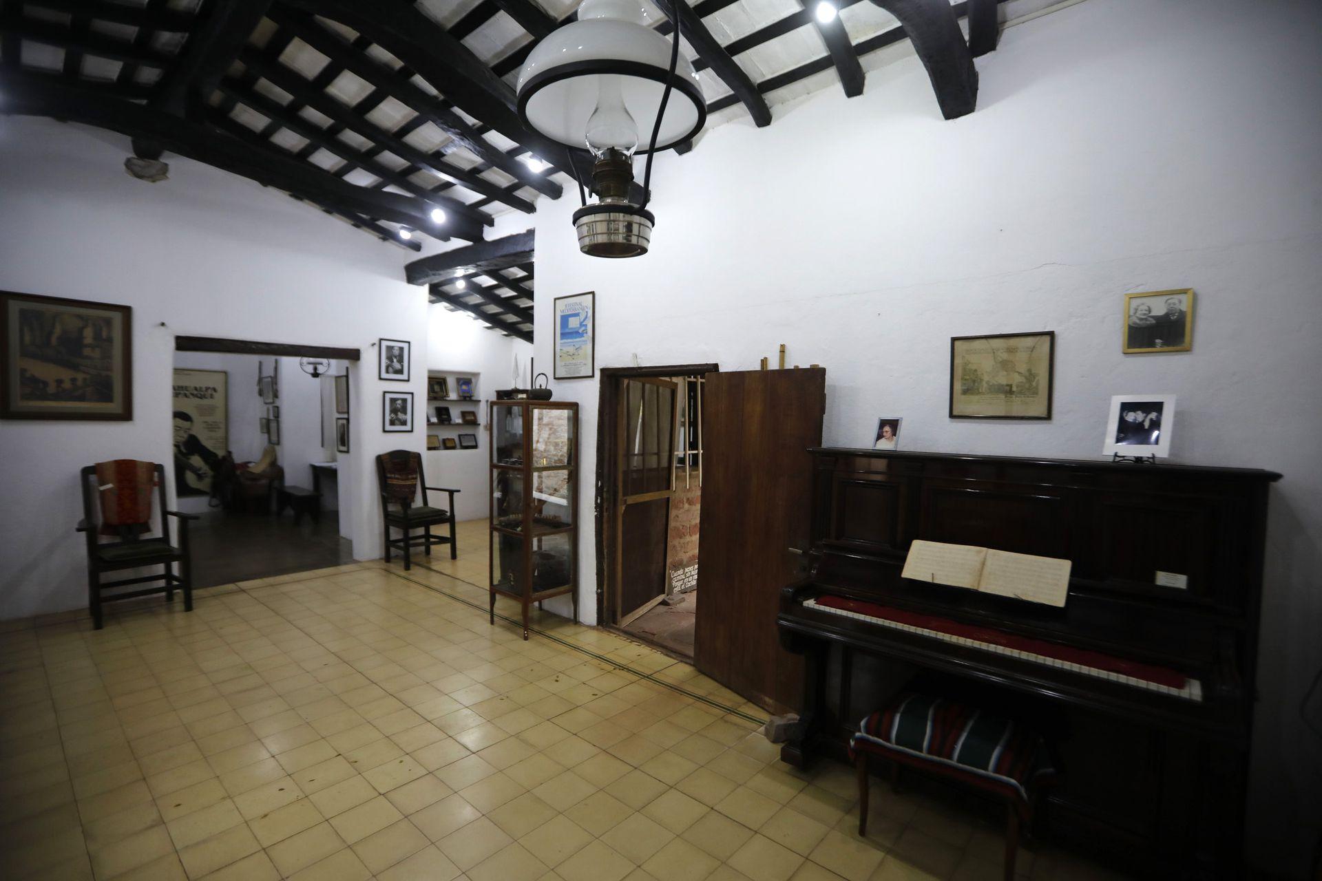 Interior de la Casa museo de Atahualpa Yupanqui en Cerro Colorado, Córdoba