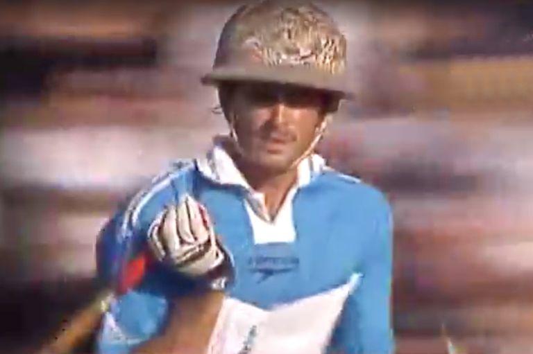 Cambiaso con casco gris en la final de Palermo del 2001