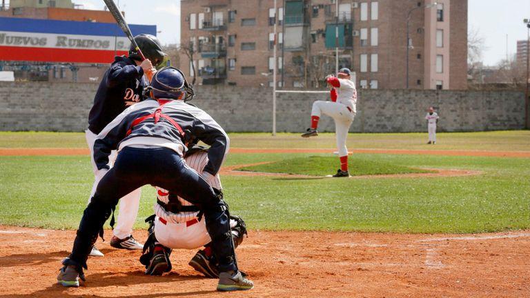 En el Bajo Flores, más de 35 jóvenes forman parte de Las Águilas Béisbol