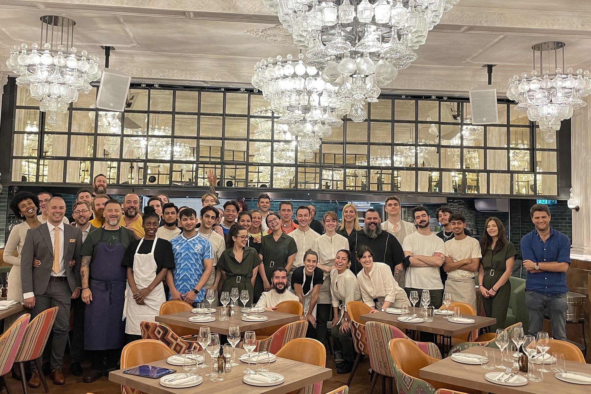 El equipo completo de Sucre London, el restaurante de Fernando Trocca que abrió hace unos días en Londres