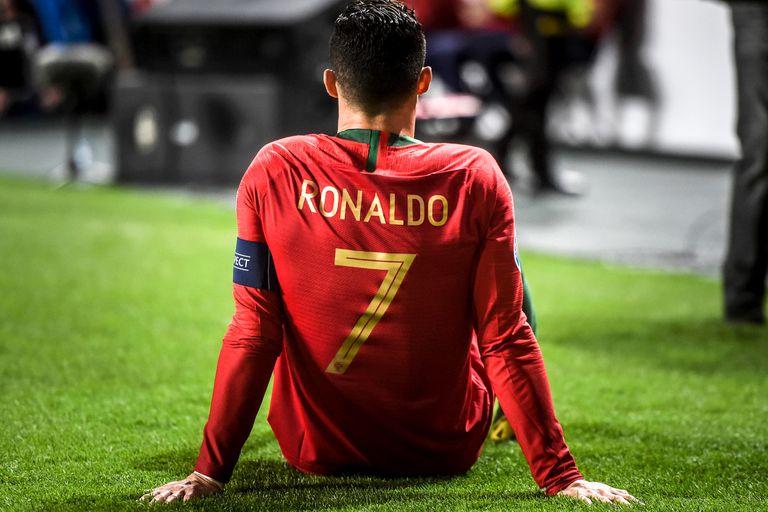 Cristiano Ronaldo sintió un fuerte tirón en un partido de clasificación de la Eurocopa