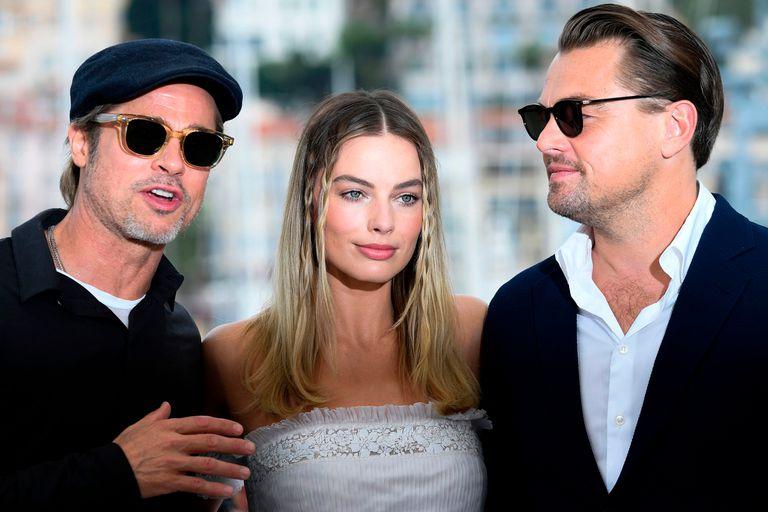 Brad Pitt, Margot Robbie y Leonardo DiCaprio posan para los paparazzi en Cannes