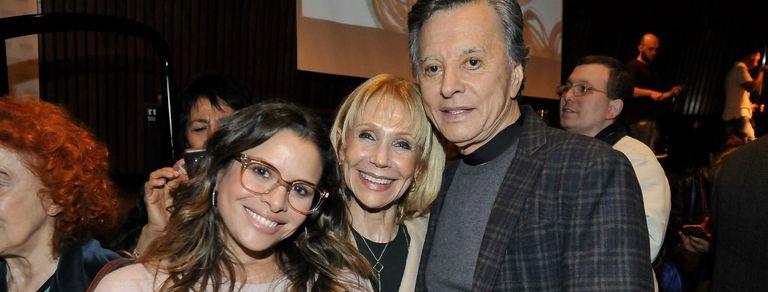 Con un mini recital de su papá Palito, Julieta Ortega presentó su primer libro