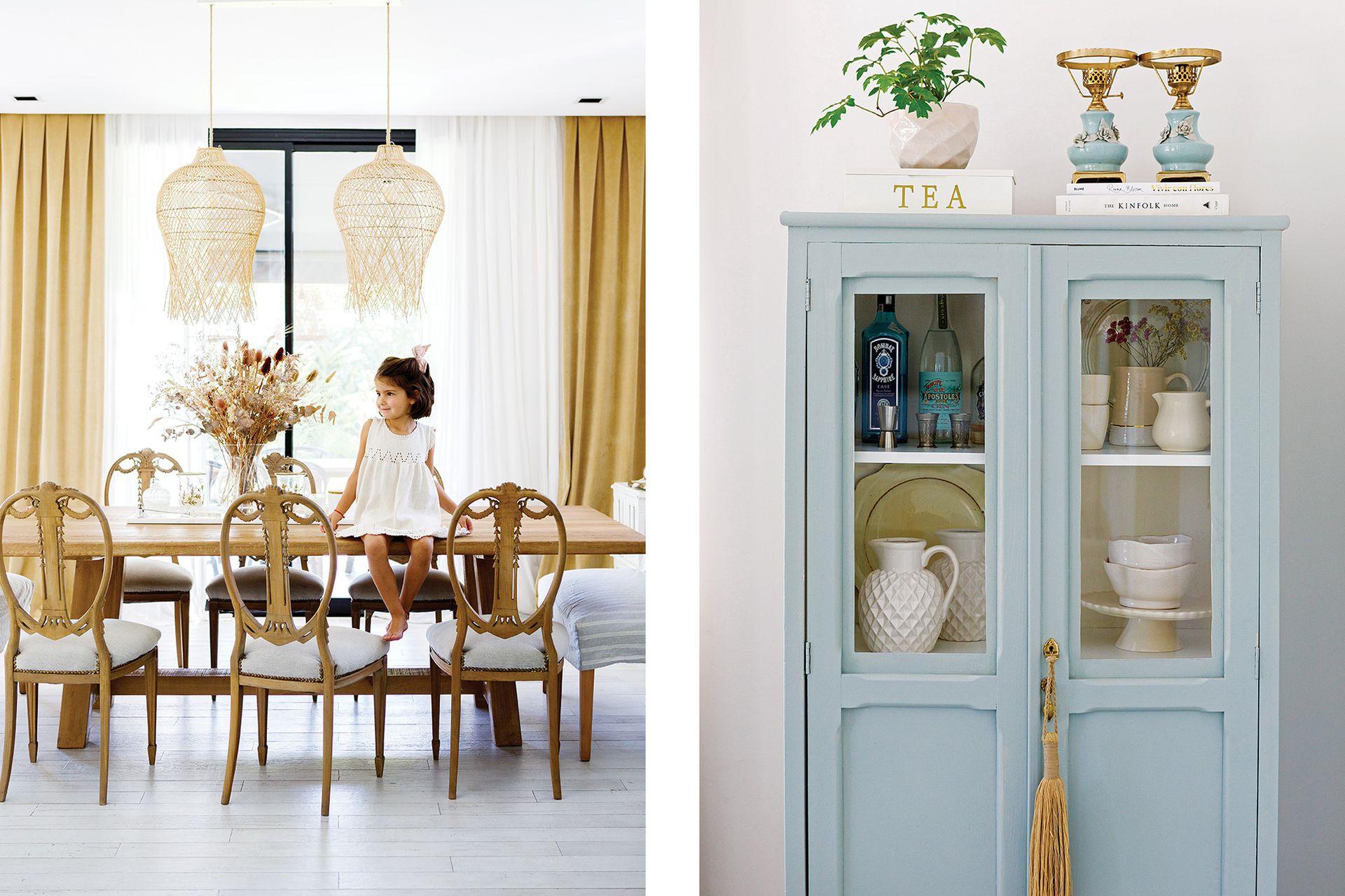 Restaurado y pintado en el mismo color de la puerta de entrada, este antiguo mueble junto a la mesa del comedor se convirtió en vajillero y bar.