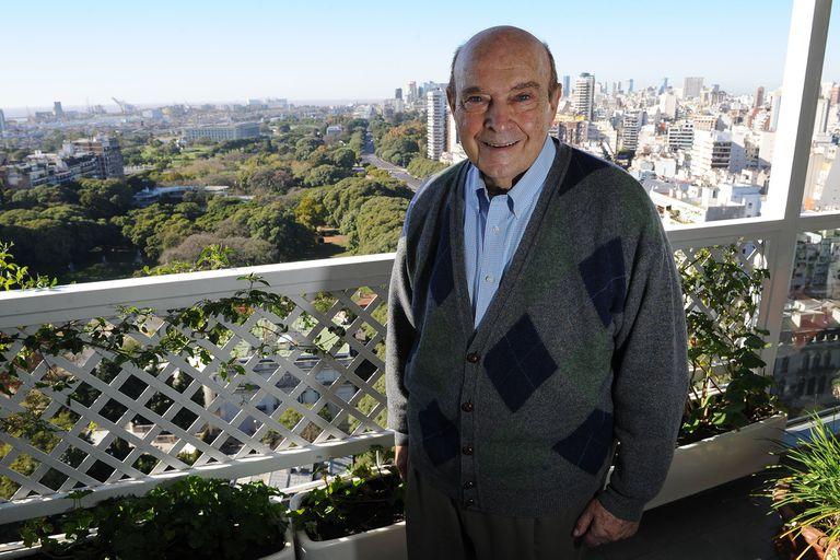 Domingo Cavallo: Cada dos por tres el país toma acciones que lo hacen retroceder