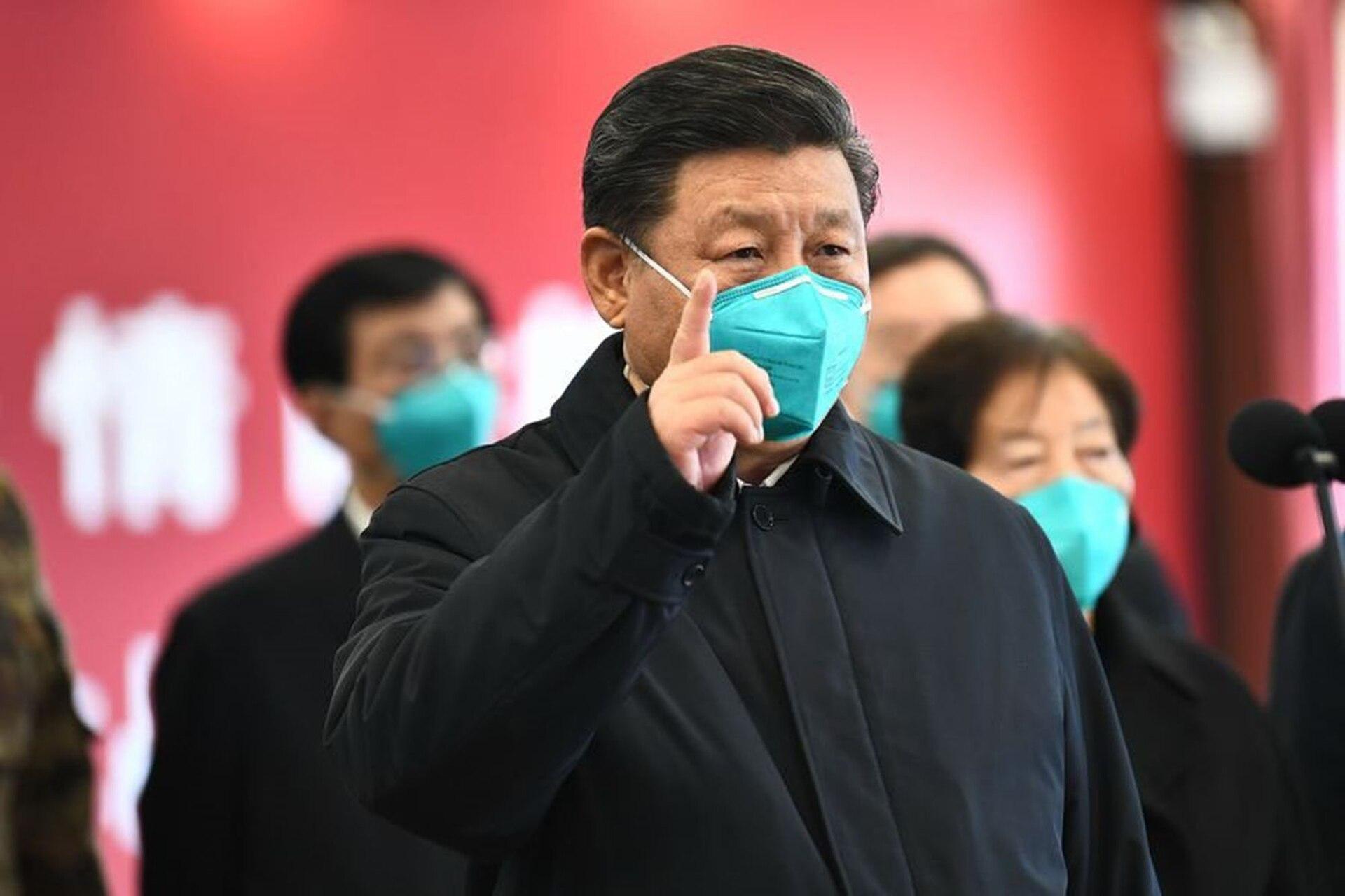 El presidente de China Xi Jinping, en Wuhan, en cuyo mercado de animales empezó la pandemia a principios de diciembre pasado; según los datos oficiales, la propagación del virus está controlada en el país, pero distintas investigaciones y periodistas han denunciado que el régimen ocultó información