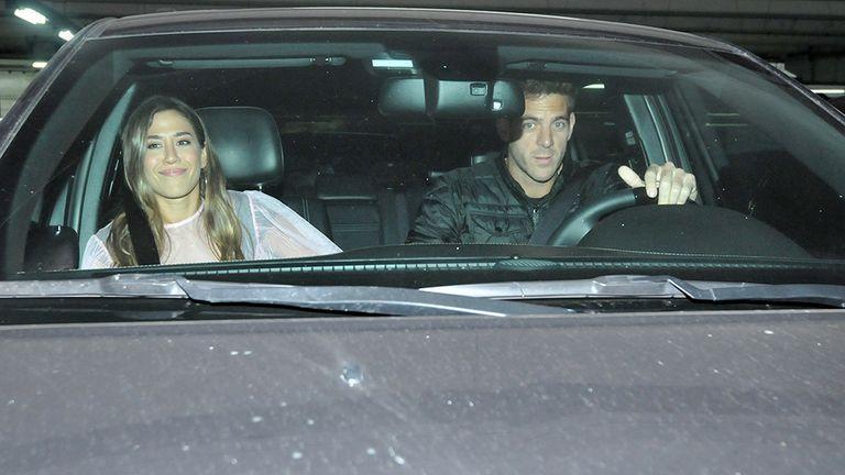 Jimena Barón y Juan Martín Del Potro al salir del restaurante en el que compartieron una cena con miembros de la banda de la actriz