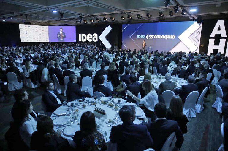 Gastón Remy, durante el discurso de apertura del Coloquio IDEA