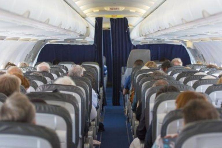 El tiktoker Tommy Cimato reveló cuál es el gesto que las personas nunca deberían hacerle a l tripulación de una avión