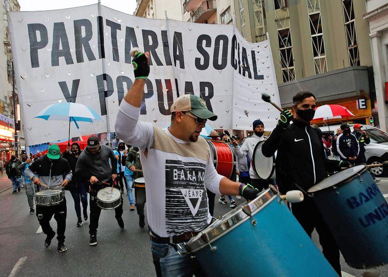 Los movimientos sociales, más cerca de sumarse a la CGT: promesas y desconfianzas
