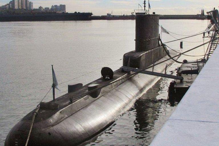 El ARA Salta es una nave de 1972, de 56 metros de eslora y 5,5 metros de diámetro de casco. Cuenta con 480 baterías y ocho tubos lanzatorpedos.