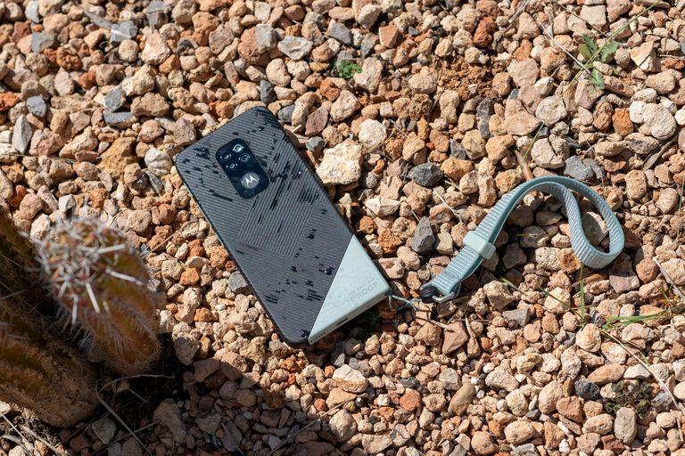 El nuevo Motorola Defy, como la versión de 2010, es resistente al agua y al polvo; ahora suma resistencia a caídas desde casi 2 metros de altura