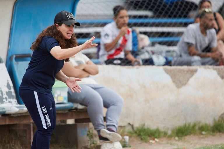 Dirige hombres y aspira a ser la primera mujer en entrenar la selección femenina