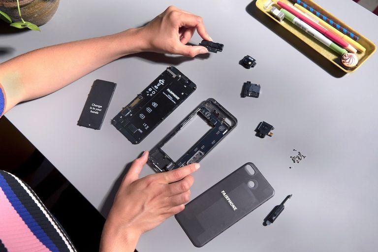 El nuevo Fairphone 3 y las partes que pueden reemplazarse usando un destornillador