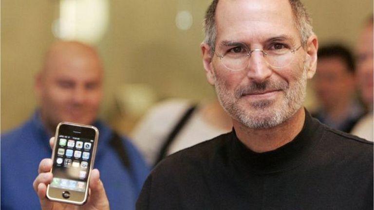 El iPhone, que Steve Jobs presentó en 2007, sigue siendo el producto estrella de Apple