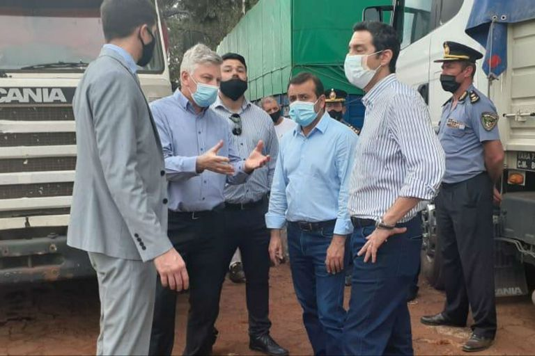 El gobernador Oscar Herrera Ahuad encabezó un operativo contra el contrabando de soja