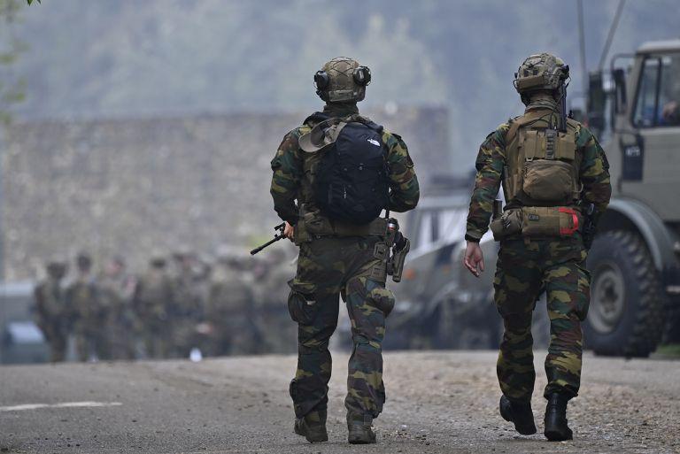 """Bélgica: quién es el """"Rambo"""" antivacunas buscado en un masivo operativo"""