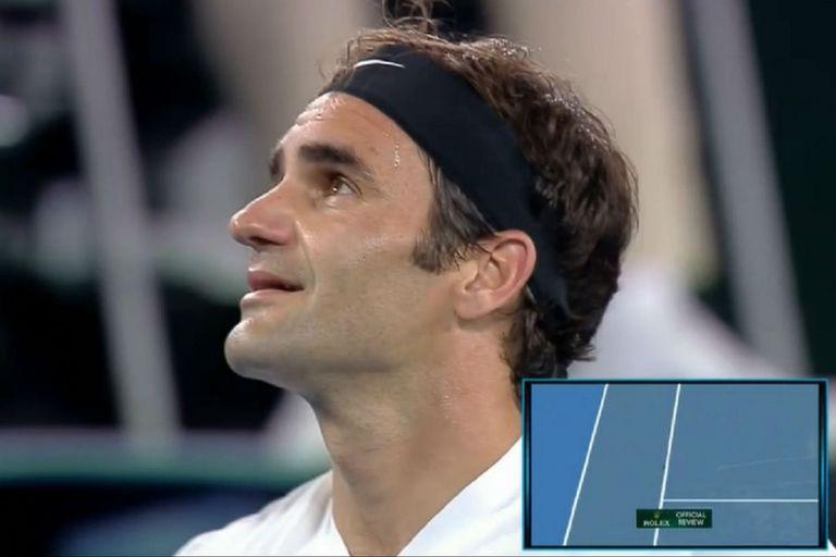 La perlita: Federer tuvo que interrumpir su emotivo festejo por el ojo de halcón