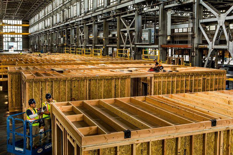 Construcción modular adentro de una fábrica
