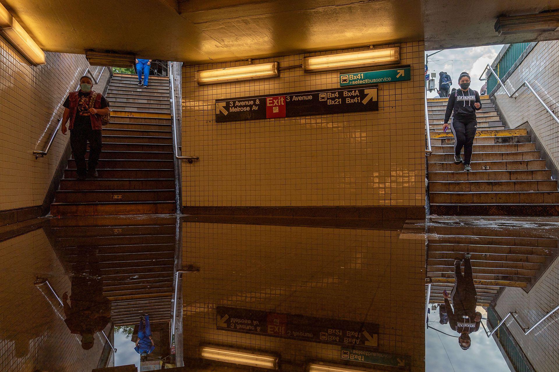 Algunas estaciones de subte aún siguen inundadas