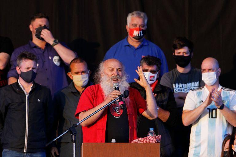 Emilio Pérsico en el acto de la militancia llevado a cabo en el club Nueva Chicago