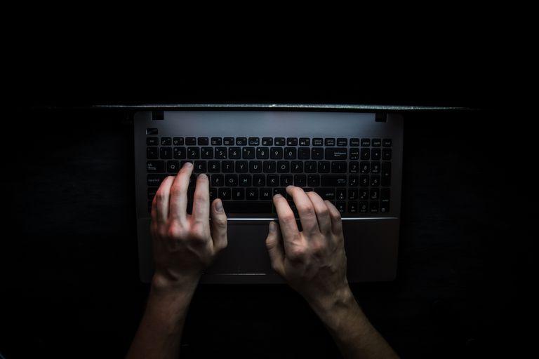 Muchas organizaciones criminales funcionan como empresas y se sirven de las criptomonedas para recaudar y mover dinero, un recurso que les facilita monetizar el crimen