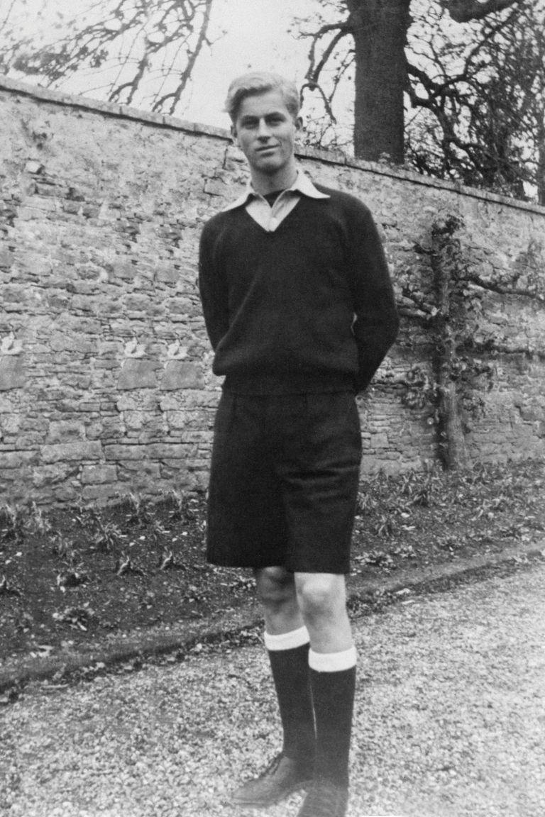 """Tras egresar en Gordonstoun (donde hoy se entregan los premios Duque de Edimburgo bajo el lema """"Hay más en ti de lo que crees""""), Felipe se inscribió en la Royal Navy, a los 18 años, consciente de que su destino era ir al frente de batalla."""