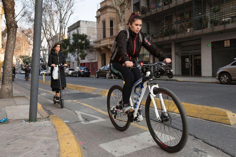 Según Zunda Cornell, mucha de esa gente se volcó a la moto y particularmente a las scooters, que son más fáciles de manejar y no son tan costosas como un auto