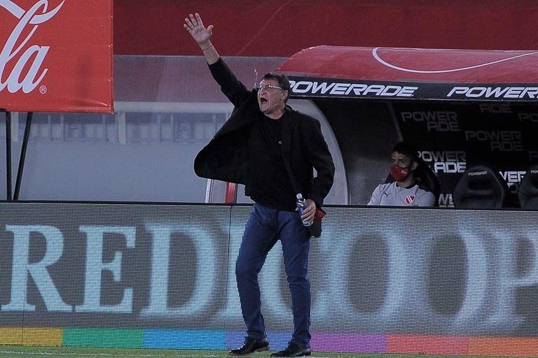 Julio César Falcioni volvió a dirigir a Independiente luego de casi 16 años