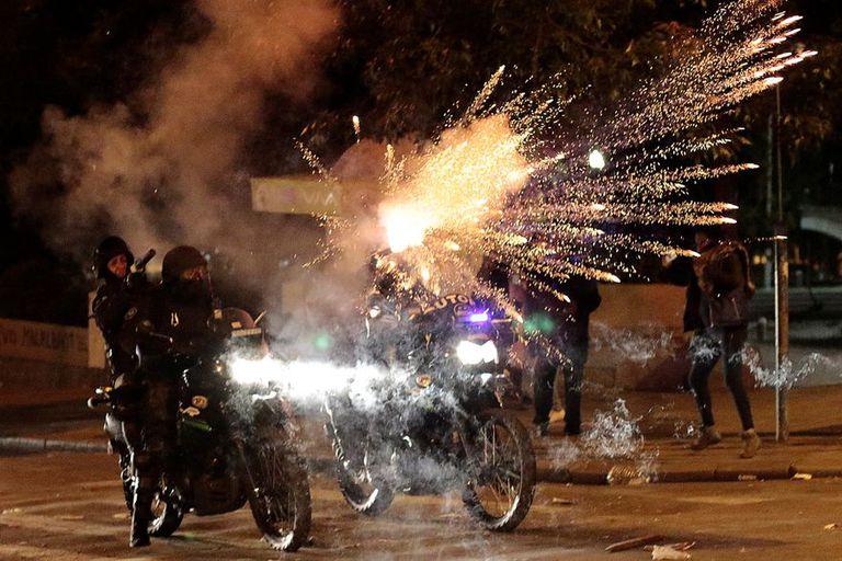La policía de Bolivia reprime manifestantes en las protestas que se desarrollaron para repudiar el supuesto golpe