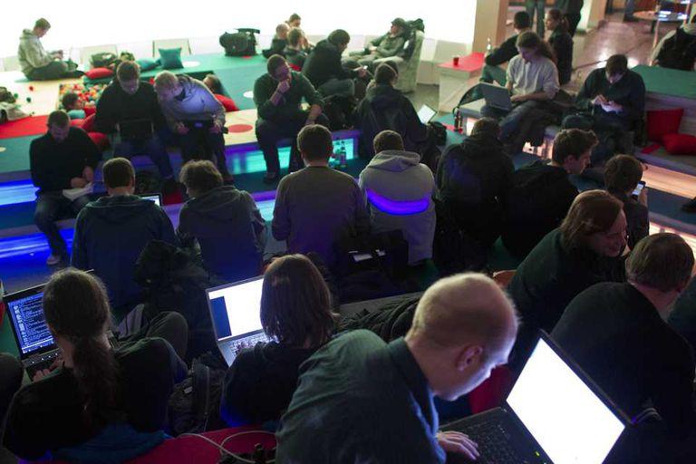Un grupo de asistentes en una conferencia de informática en Berlín, Alemania. Las modalidad de las hackatones crece en el ámbito gubernamental tras el anuncio de la iniciativa ProgramAR del Ministerio de Ciencia y Tecnología
