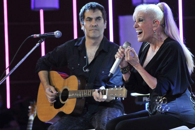 Valeria Lynch brindó un espectáculo de streaming y lo grabó con un público reducido y con su pareja, Mariano Martínez, como invitado