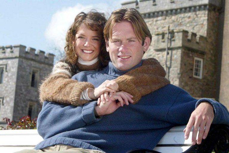 A. J. Langer y su esposo, el conde inglés Charles Courtenay, viven actualmente en el castillo de Powderham