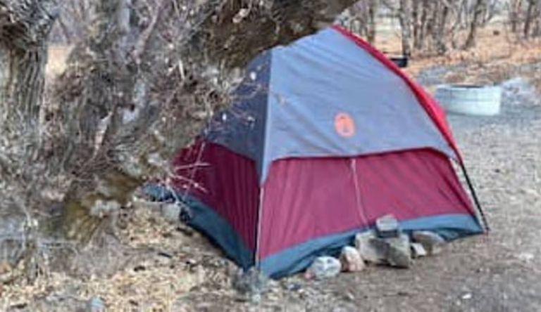 La carpa abandonada en la que encontraron a la mujer en los bosques de la zona de Diamond Ford Canyon