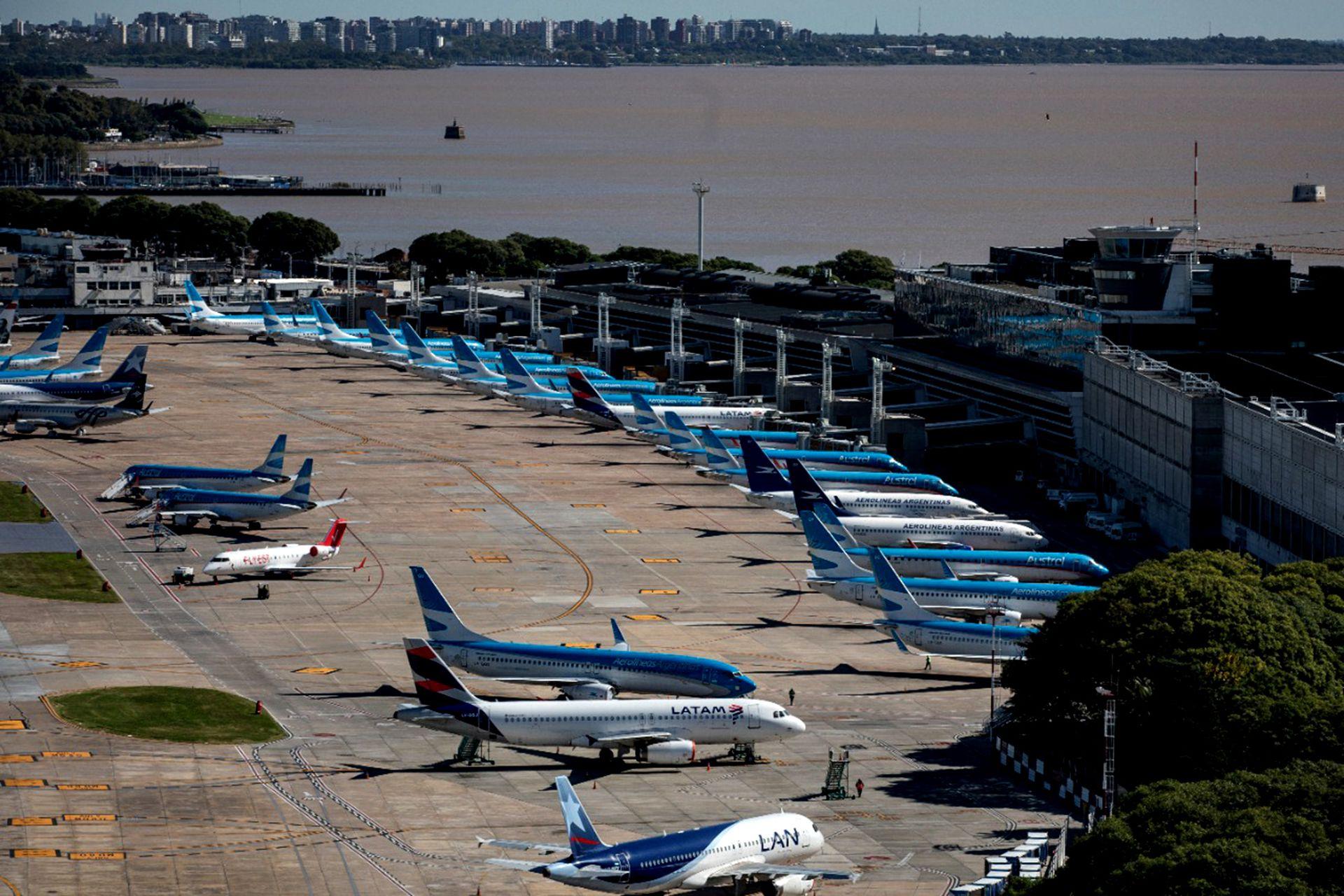 Aviones estacionados en Aeroparque