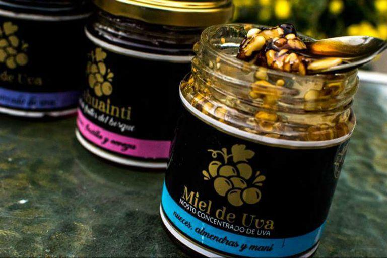 """Cómo es la """"miel de uva"""", una innovación salteña que rompe moldes"""