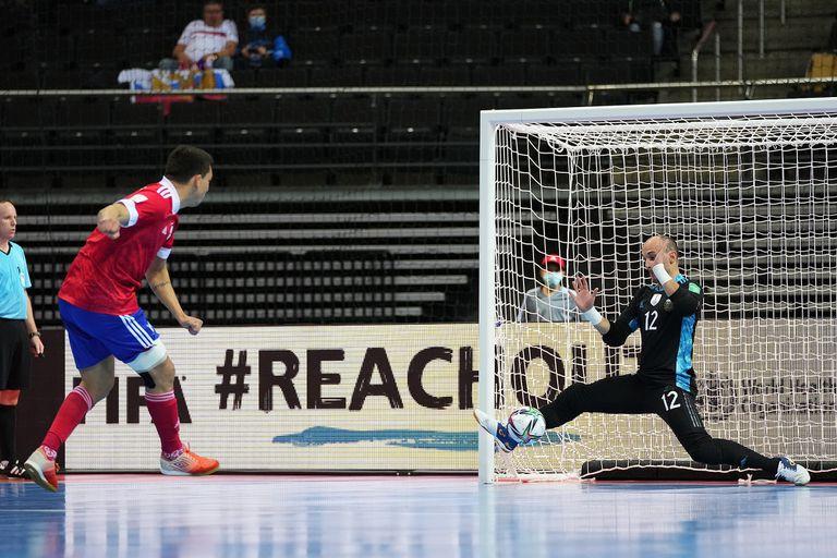 El penal del festejo: Farach contiene el remate de Rómulo y asegura la clasificación argentina a las semifinales